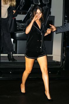 Photos : Selena Gomez in Black Shorts – Out in New York , informations and more on Celebrity. Selena Selena, Selena Gomez Lips, Selena Gomez Fotos, Estilo Selena Gomez, Selena Gomez Cute, Selena Gomez Outfits, Selena Gomez Pictures, Selena Gomez Style, Chic Outfits