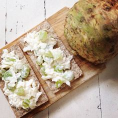 Zelf een sellerie salade maken? Dit is een super lekker en makkelijk recept. Het is vers, lekker en een stuk gezonder!