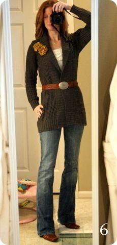 cardigan with belt outfit - flowers are a nice touch Comfy Casual, Casual Fall, Fall Winter Outfits, Autumn Winter Fashion, What I Wore, What To Wear, Jones Design Company, Cute Outfits, Jean Outfits