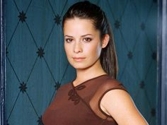 Holly Marie Combs Height, Weight, Age, Affairs, Wiki & Facts. Net worth, boyfriend, body measurements, family, marriage, biography, children, figure size