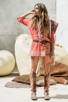╰☆╮Boho chic bohemian boho style hippy hippie chic bohème vibe gypsy fashion indie folk the . Gypsy Style, Boho Gypsy, Hippie Style, Bohemian Style, Boho Hippie, Ibiza Fashion, Gypsy Fashion, Fashion Edgy, Cheap Fashion