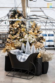 #sleigh #blackandgold #goldchristmasdecor #blackchristmasdecor #christmas #christmastime #christmasseason #christmasvibes #christmasspirit #christmasdecorating #christmasdecor #christmasdecorations #christmashome #christmasinspiration #christmasinspo #vermeersgardencentre