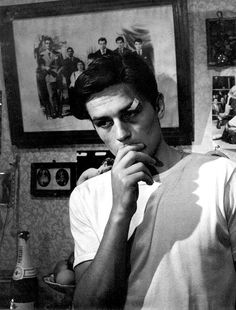 Alain Delon in Rocco and His Brothers I Rocco e i suoi fratelli (Luchino Visconti, with Paolo Stoppa and Annie Girardot, the story of a family from the south of Italy that migrates to the industrial north. Old Hollywood, Classic Hollywood, New Wave Cinema, Luchino Visconti, Faye Dunaway, Portraits, Film Stills, Old Movies, Belle Photo