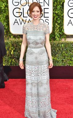 The detailing on Ellie Kemper's Golden Globes look makes it a red carpet standout!