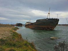 25 End Of The Line Ghostly Abandoned Ships Photos (shared via SlingPic) Ravenna Italia, Abandoned Ships, Fraser Island, Ghost Ship, Fort William, Newfoundland And Labrador, Shipwreck, Tall Ships, Amazing Photography