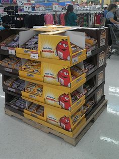 M 1/2 Pallet by kendalkinggroup, via Flickr Pallet Display, Pos Display, Miss Green, M M Candy, Billboard Signs, All Beer, Point Of Purchase, Stand Design, Counter Tops