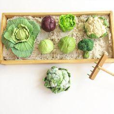 Виды капусты, которые у меня сейчас в наличии.  Выбирайте   #капустаизполимернойглины #полимернаяеда #полимернаяглина #едадляшляйх #овощи_из_пг #огороднаподоконнике #огородизполимернойглины