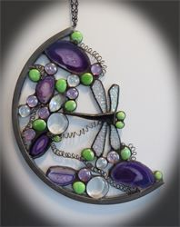 Dragonfly in Spring : This time shades of spring show off our stained glass Dragonfly. It is combined with glass marbles and natural agates and illusion crystal.