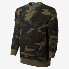 20 men that are killin the Street-Style Game with Camo - Goteo Camo Sweatshirt, Camo Shirts, Crew Neck Sweatshirt, T Shirt, Camo Outfits, Nike Outfits, Look Fashion, Mens Fashion, Camo Fashion