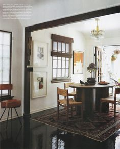 love the rug and the black trim between rooms