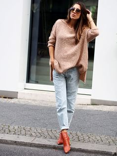 #americanvintage #wool #knit #sweater #oversized #oversize #layering #boyfriend #jeans #denim #ripped #streetstyle #berlin #fashionblogger #ootd #outfit #look #style #autumn #trends #helloshopping #effortless #sophisticated #whowhatwear #instyle #retro #boots #zara
