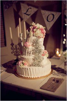 Love this wedding cake that Amy Lynn found.
