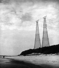 Shukhov_Oka_Towers_1988_photo_by_Igor_Kazus.jpg 2,850×3,256 pixels