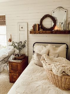 How to decorate a farmhouse bedroom, farmhouse bedroom decor, modern farmhouse decor, modern farmhouse style, vintage de Guest Bedroom, Home Bedroom, Winter Bedroom, Farmhouse Bedroom Decor, Furniture, Winter Bedroom Decor, Cozy Bedroom, Home Decor, House Interior