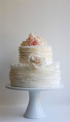 Even though I want to learn to decorate cake....I wouldn't be able to make this one!  so pretty
