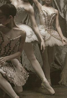 Ballet ~ Black and White Photography ~ Ballerina ~ Dancer ~ Beautiful! Patrick Demarchelier, Tango, Grands Ballets Canadiens, Princesa Tutu, Jean Paul Goude, Anime In, Anne Laure, Arizona Muse, Ballet Photography