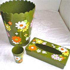 1970s Bathroom Green Flowers Ransburg Waste von vintagedottirose