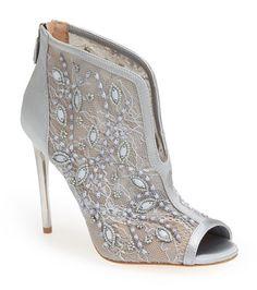 Estos escarpines son tan geniales que merecen más de un día para brillar.   19 zapatos de boda no tradicionales que también puedes usar después
