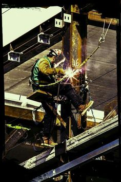 Welding Rigs, Welding Art, Welding Memes, Welding Ideas, Steel Erectors, Steel Beams, Welding For Beginners, Welding And Fabrication, Steel Fabrication