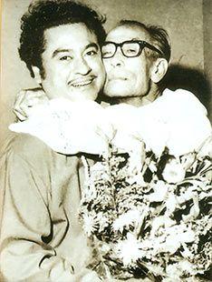 Bengali music maestro Sachin Dev Burman and vocal artiste Kishore Kumar Bollywood Cinema, Indian Bollywood Actress, Bollywood Stars, Rare Images, Rare Pictures, 2 Photos, Rare Photos, Shammi Kapoor, Rajesh Khanna