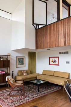 One of the best mid century modern house tours AT has ever had...  Bobbie & Matthew's Inspiring Vintage Modern Home — House Tour
