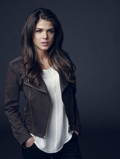 Marie Avgeropoulos style is modern yet chic