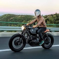 "Vintage Motorcycles Classic dropmoto: ""Get out and ride this weekend! has the right idea. Bmw Boxer, Bmw Cafe Racer, Cafe Bike, Bmw R100 Scrambler, Cafe Racer Motorcycle, Bmw Motorcycles, Vintage Motorcycles, Vespa, Bmw R 80"