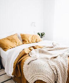 Simple minimalist linen bedroom decor (Home decor color schemes yellow, home decor color schemes bedroom yellow. Linen Bedroom, Boho Bedroom Decor, Cozy Bedroom, Bedroom Bed, Bedroom Inspo, Dream Bedroom, Bedroom Yellow, Bedroom Ideas, Linen Bedding