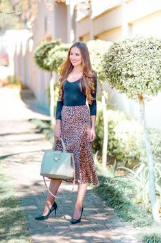 Ways to wear a Leopard Print Midi Skirt - Arum Lilea Leopard Print Skirt, Black Bodysuit, Printed Skirts, Passion For Fashion, Outfit Of The Day, What To Wear, Midi Skirt, Winter Fashion, Winter