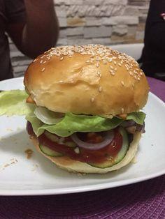 A hamburger zsemle receptje, el se tudom mondani, mekkora sikere lett! Hamburger, Bakery, Food And Drink, Pizza, Chicken, Ethnic Recipes, Breads, Hama, Meals