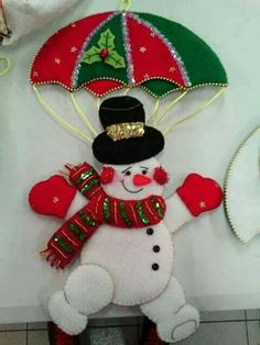 Bucilla Dropping In 6 Pce. Christmas Crafts To Sell, Felt Christmas Decorations, Easy Halloween Crafts, Felt Christmas Ornaments, Handmade Christmas, Holiday Crafts, Christmas Stockings, Christmas Makes, Christmas Mood
