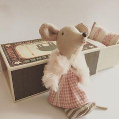 How cute is this? Big sister mouse in a box - Maileg