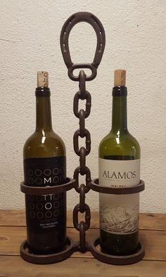 Horseshoe Wine Rack, Horseshoe Crafts, Metal Art Projects, Welding Projects, Scrap Metal Art, Metal Wall Art, Wine Bottle Storage, Liquid Paint, Horseshoes