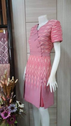 Myanmar Traditional Dress, Thai Traditional Dress, Cute Dresses, Beautiful Dresses, Myanmar Dress Design, Kebaya Dress, Batik Fashion, Batik Dress, Begonia