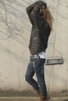 >>> loose weave on fisherman sweater, destroyed jeans, anonymity