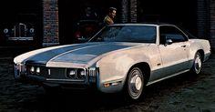 Hooniverse Obscure Muscle Car Garage – The Oldsmobile Toronado Oldsmobile Cutlass, Oldsmobile Delta 88, Old American Cars, American Classic Cars, American Muscle Cars, Cadillac Fleetwood, Steve Mcqueen, Audi A4, Mazda