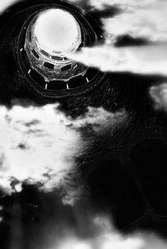 "  Poço Iniciático  Quinta da Regaleira/ Sintra   Projeto Artístico fotográfico ""Lisboa/ Sintra, com Outra Alma"" Ver e observar Lisboa ""Arredores"" com outro olhar...com outra Alma.  Artistic Project / Photo ""Lisbon/ Sintra, another Soul"" See and observe Lisbon ""surroundings"" with different view ... with another soul."