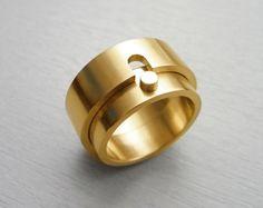 Wedding rings by Angelica Komis