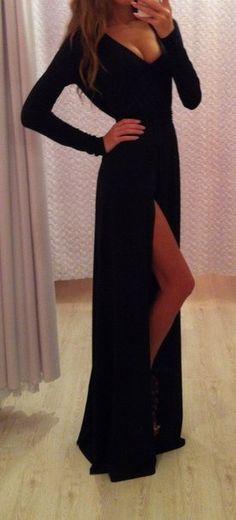 Vestido negro, mangas largas, escote v, tajo