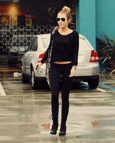 wooow Miley Cyrus  she is so perfect! I love her style<3