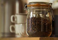 Elsker du kaffe? Så må du hellere læse med her, hvor du får 13 tips til en endnu bedre kop kaffe.