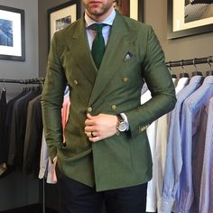 "newsprezzatura: "" New Sprezzatura "" Big Men Fashion, Mens Fashion Suits, Green Sport Coat, Blazer Outfits Men, Designer Suits For Men, Moda Chic, Suit And Tie, Well Dressed Men, Gentleman Style"