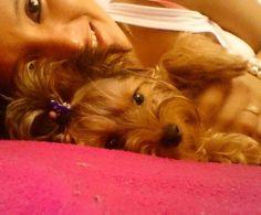 con lo mas bonito de casa mi princesa echándonos un ratin ala cama =)