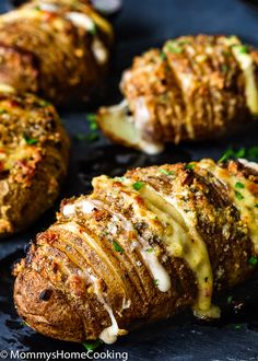 These Easy Cheesy Garlic Hasselback Potatoes are easy to make, so tasty, and would be wonderful with just about any entree. An easy way to impress your family, or guests, is with these pretty baked potatoes. Hassleback Potatoes, Baked Potatoes, Rosemary Potatoes, Cheesy Potatoes, Fruit Recipes, Potato Recipes, Potato Dishes, Pizza Recipes, Recipies