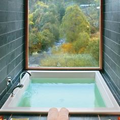 """Bathtub with a view at an Australian mountain lodge Post with 106 views. Bathtub with a view at an Australian mountain lodge """"pinner"""": {""""username"""": """"ajtowle"""", """"first_name"""": """"Andrew"""", """"domain_url"""": null, """"is_default_image"""": true, """"image_medium_url"""":. Douche Design, Hotel Decor, Interior Exterior, Interior Design, Interior Ideas, Interior Modern, Luxury Interior, Modern Decor, Beautiful Bathrooms"""