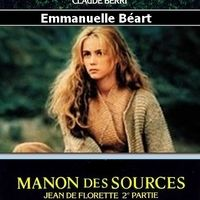 (Voir Jean de Florette)  . Dix ans plus tard. Manon vit dans une grotte, dans les collines, Ugolin prospère sur la terre de Jean de Florette, les Romarins et est amoureux fou de la belle bergère....