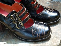 FANtastic vintage inspired shoes from Re-Mix. Thanks, Allison for giving me another pair of shoes to drool over! : )