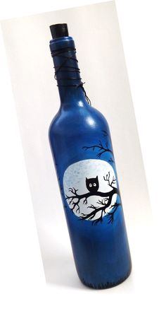 Wine Bottle Crafts – Make the Best Use of Your Wine Bottles – Drinks Paradise Painting Glass Jars, Painted Glass Bottles, Glass Painting Designs, Bottle Painting, Decorated Bottles, Beer Bottle Crafts, Wine Bottle Art, Diy Bottle, Art Plastique