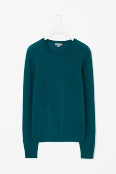 Made from a lightweight blend of wool and alpaca, this round-neck jumper has a tonal melange finish. A versatile style, it is a relaxed fit with long sleeves and comfortable ribbed edges.