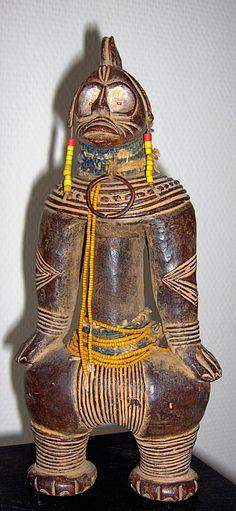 Tikar doll. Cameroun. 26 cm. Terra cotta, leather, beads. 2nd half 20th century. Collection PD.